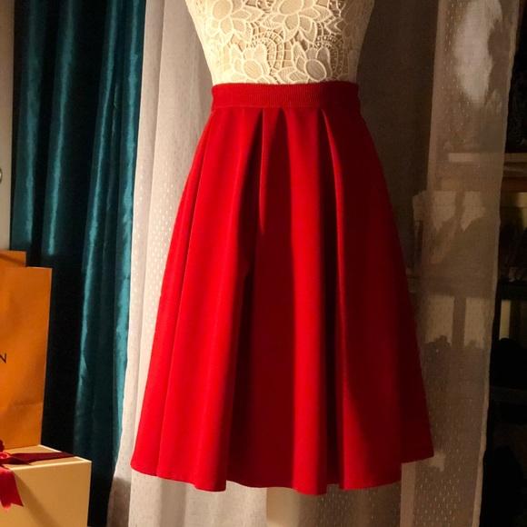 Red hi-waisted knee length skirt. ❤️